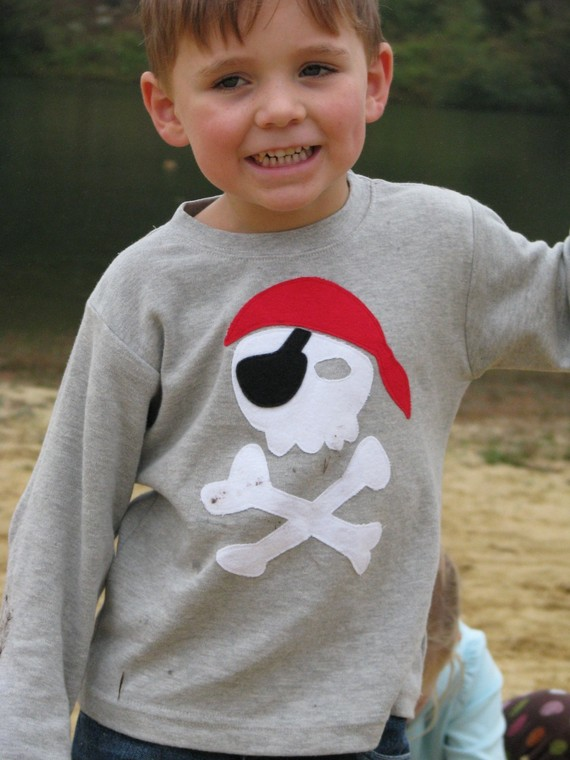 Pirate Skull and Crossbones tee