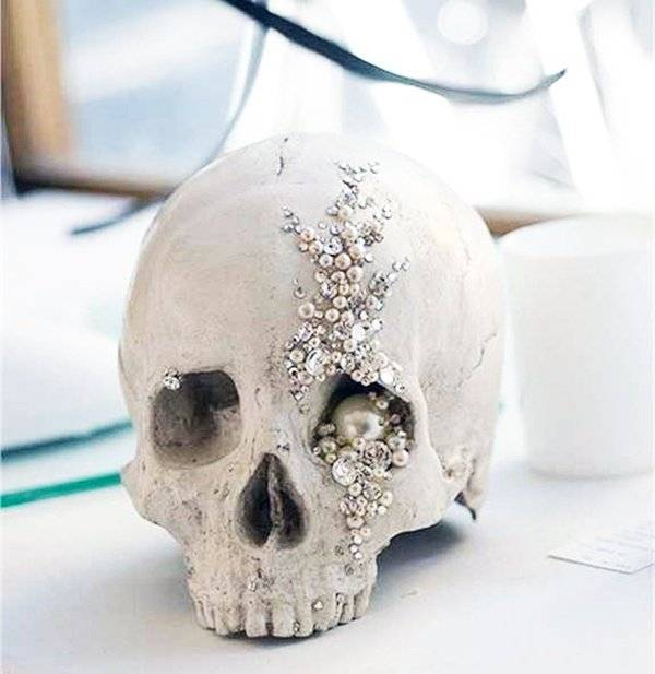Crystal Pearl Skull