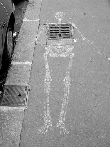 Skeleton street art 1