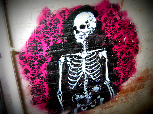 Skeleton graffiti 1