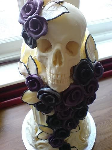 skull and roses wedding cake