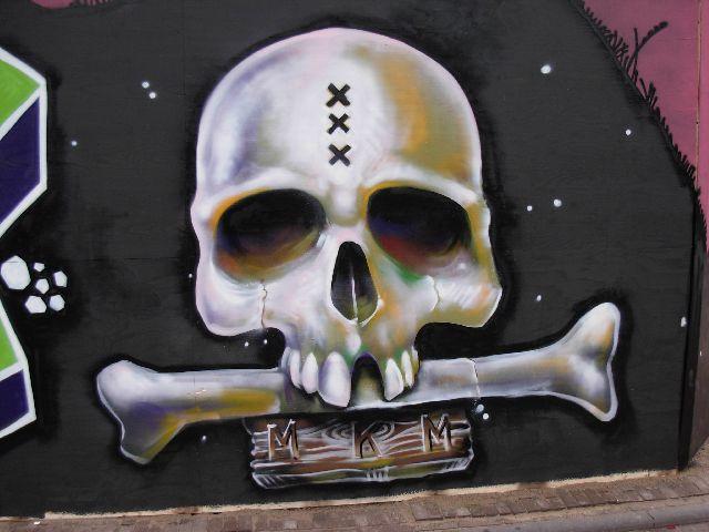 skull graffiti amsterdam