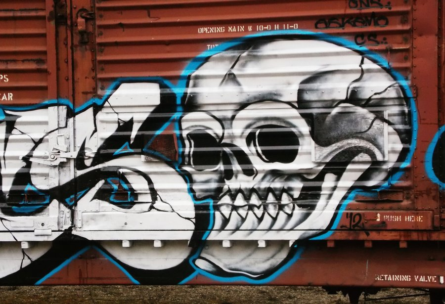 skull graffiti by thebeautifulpe