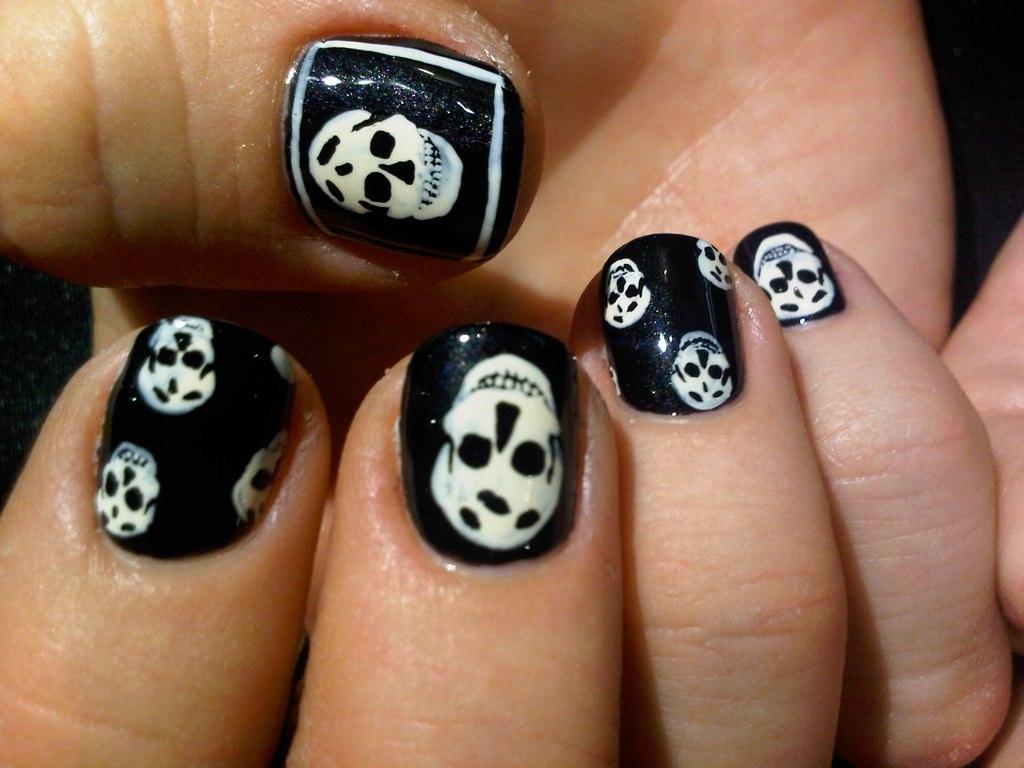 skull nail designs 4