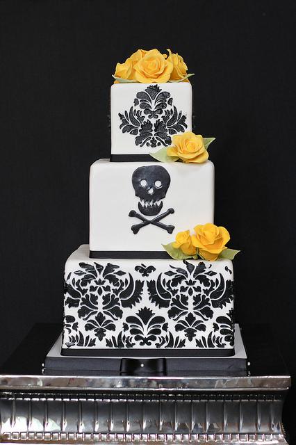 wedding cakes with skulls 3