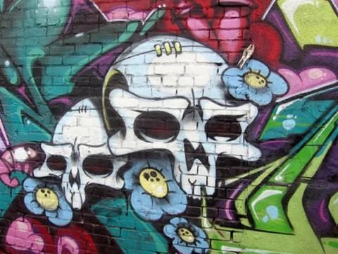 white Skull graffiti