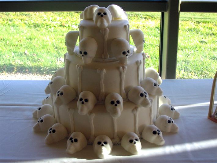 white skulls cake