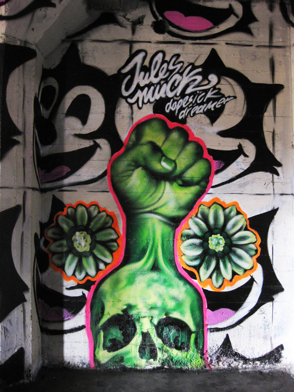 Skull street art 3
