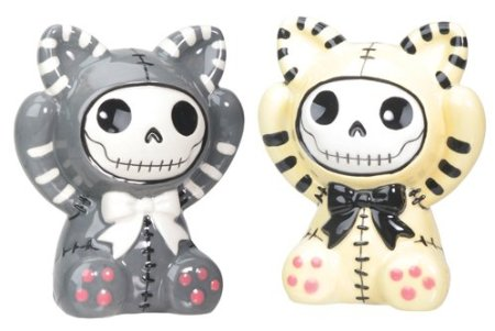 Skull salt and pepper shakers 1