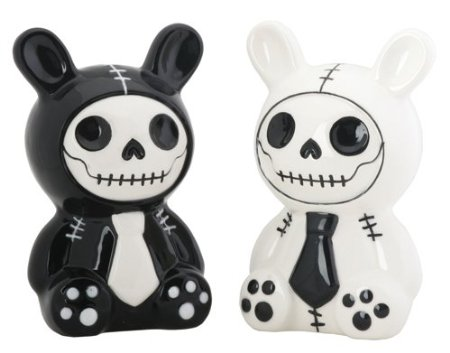 Skull salt and pepper shakers