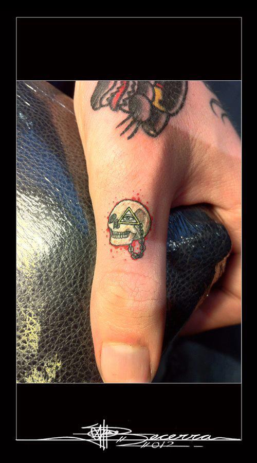 Skull finger tattoos by J Becerra 1