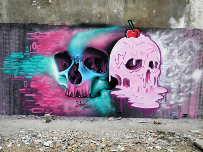 Skull graffiti by Fábio Carneiro