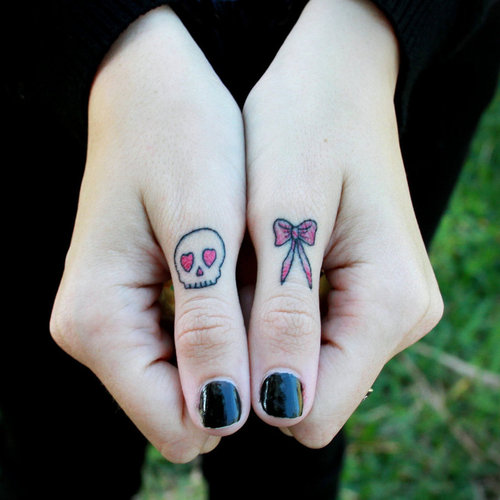skull-tattoo-on-finger