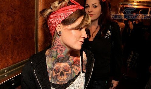 tragus-piercing-skull-tattoo