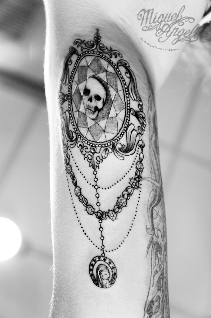 skull cameo tattoo