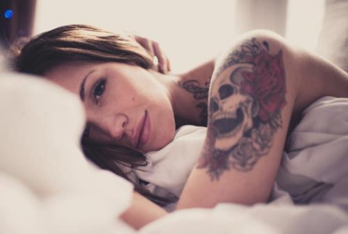 40 sexy girls with skull tattoos