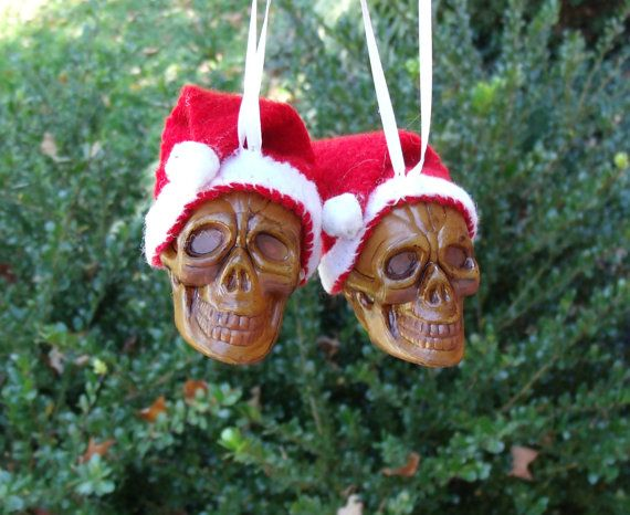Skull Christmas decorations 1