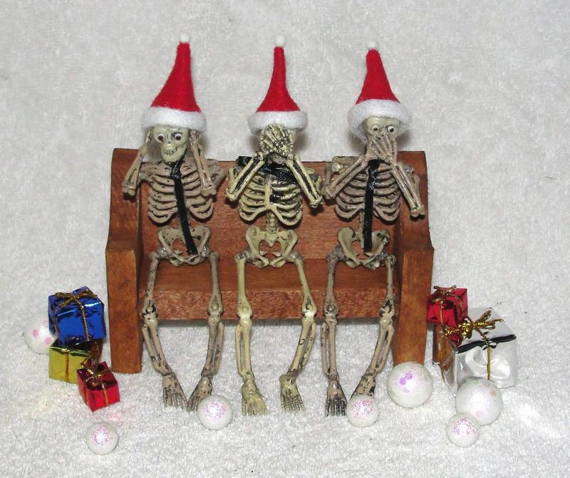 Skull Christmas decorations 2