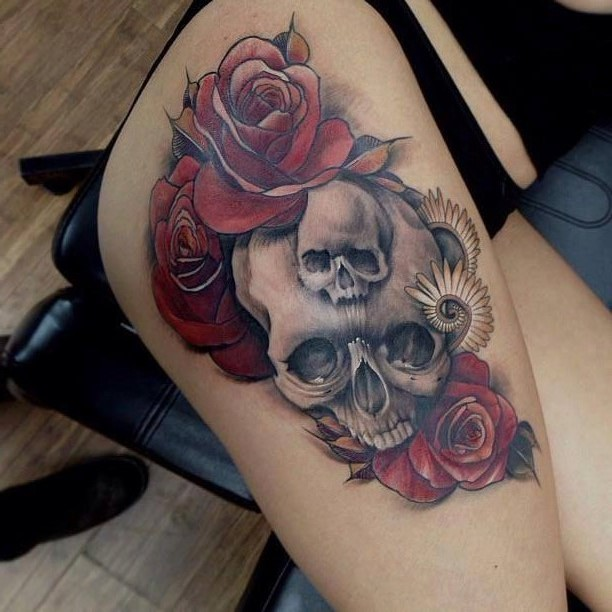 Roses and skull tattoo by Yliana Paolini