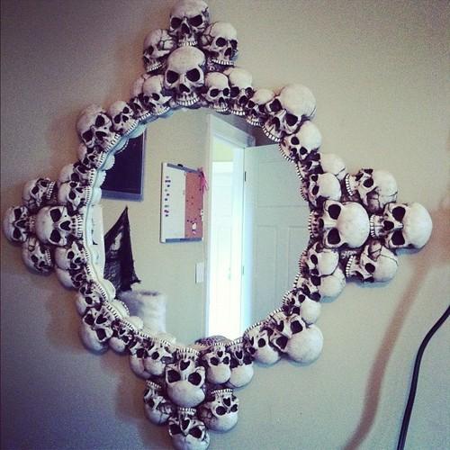 Skulls Mirror (2)