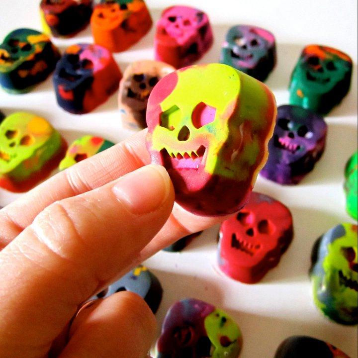 Skull Crayons (2)