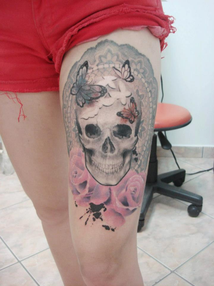skull tattoo by Cassio Magne