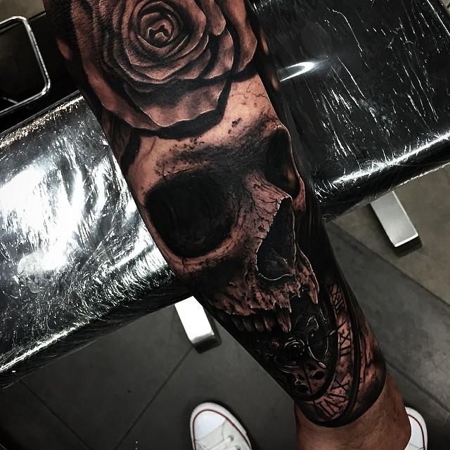 Hyper-realistic Skull Tattoo
