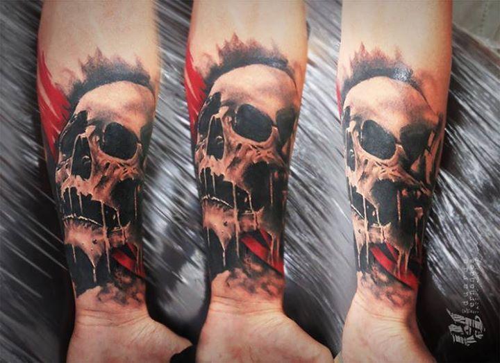 Eduardo Fernandes skull tattoo