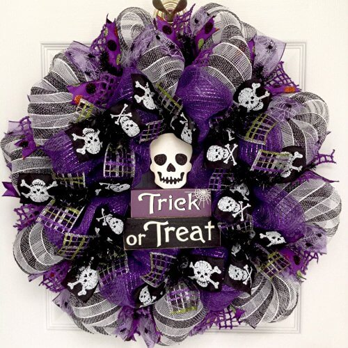 trick-or-treat-skull-halloween-wreath